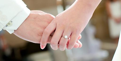 A Quelle Occasion Offrir Une Bague En Diamant ? (On what occasion offer a diamond ring ?)